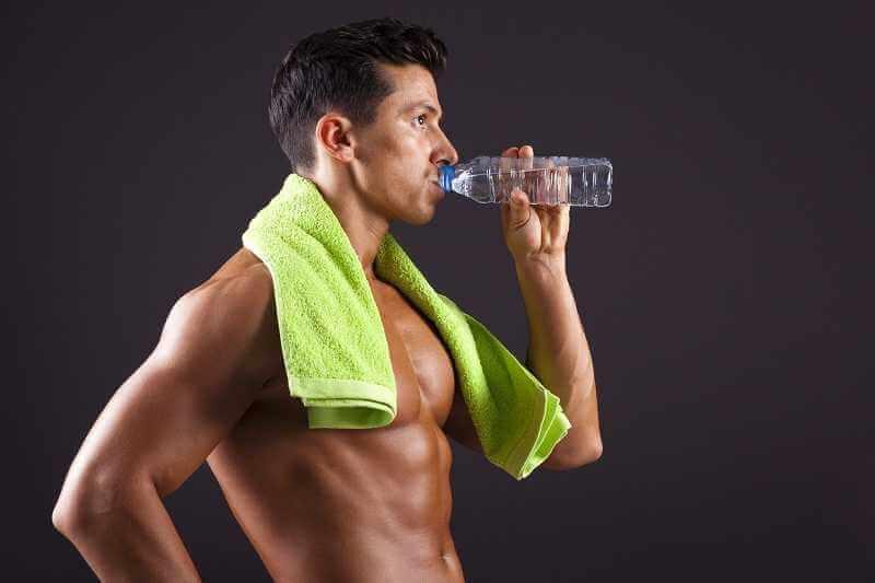Como ganhar massa muscular: Água para musculação