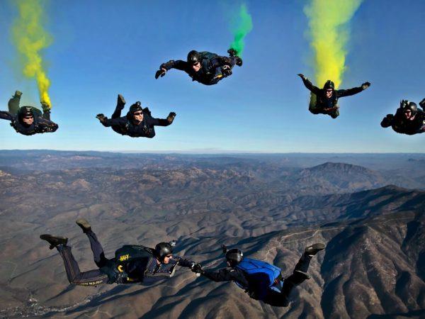 Como saltar de paraquedas
