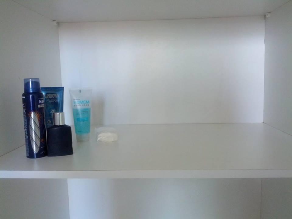 Meu armário depois do minimalismo.