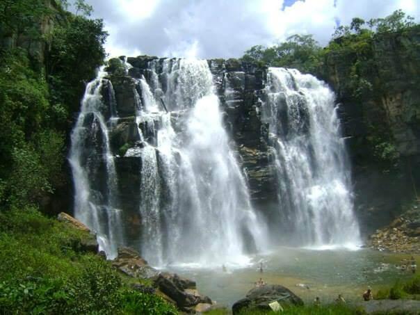A queda d'água de 50 metros em Corumbá.