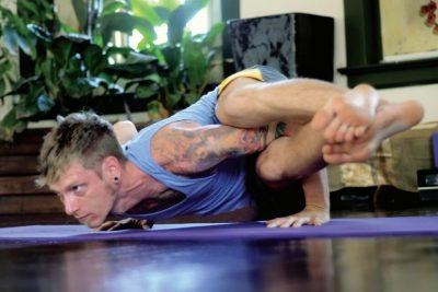 Yoga para iniciantes de graça no YouTube