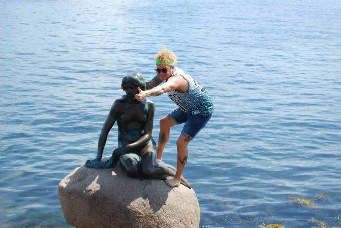 Estátua da Pequena Sereia em Copenhagen